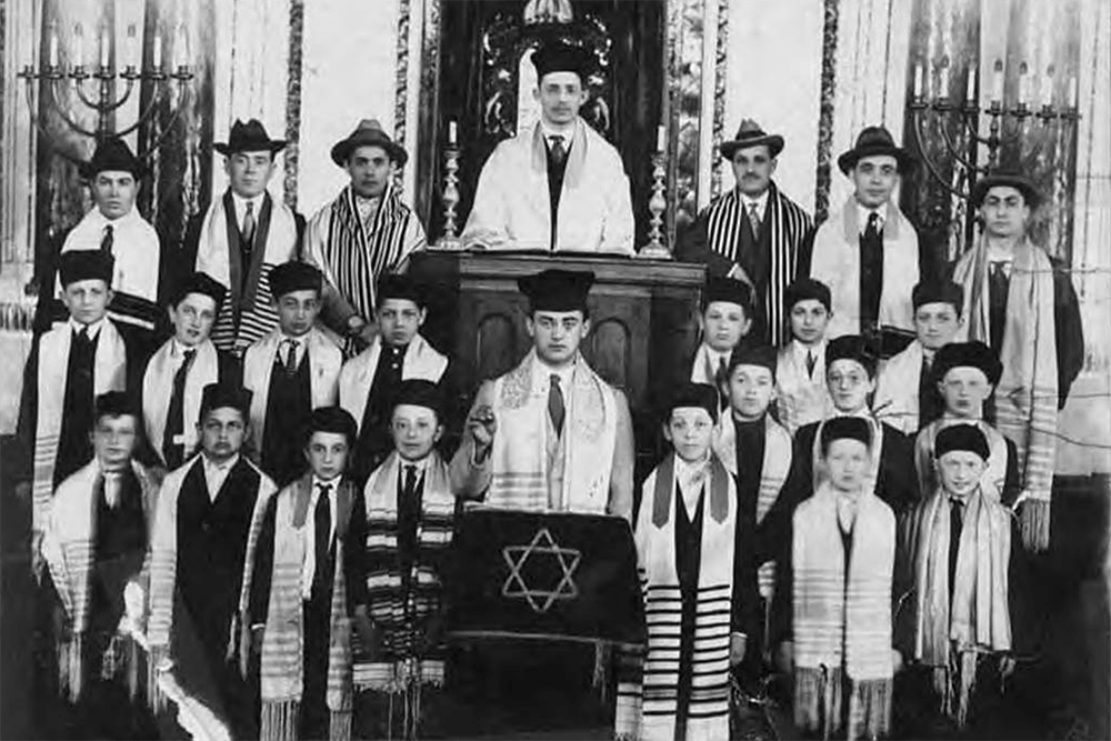 Bikur Cholim Choir with director Boris Dolgoff and Cantor Sol Tobin, 1917