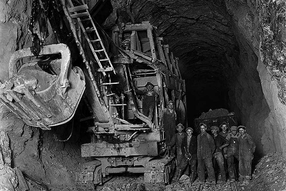 Shovel inside tunnel at Berne, November 20, 1927