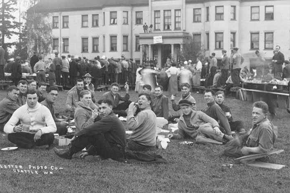 1914 Campus Day showing students eating